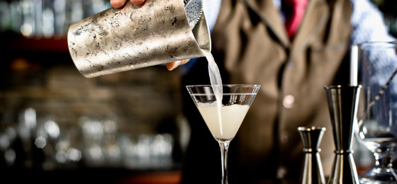 riverside park hotel cocktail pouring